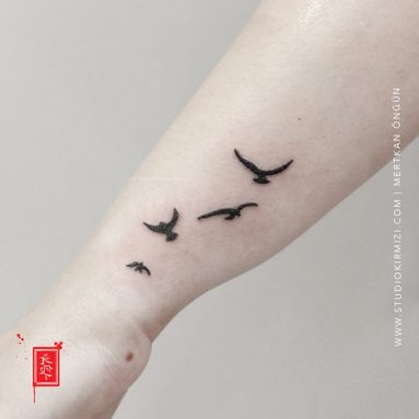 kus-dovmesi-bird-tattoo-minimal-dovme-bayan-dovme-modelleri-bilek-dovme-modelleri