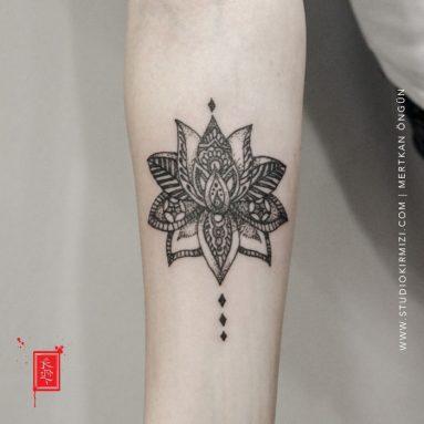 minimal-lotus-tattoo-flower-tattoo-taksim-dovme-istanbul-dovme-cicek-dovme-modelleri