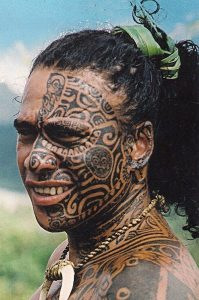 Yüze Yapılmış Maori Dövmeler