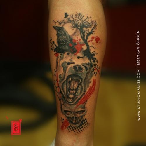 abstract-tree-tattoo-ayi-ve-karga-dovmesi-erkek-bacak-dovmesi