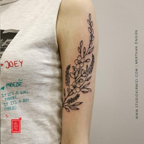 cicek-dovmesi-flower-tattoo-minimal-dovme-minimal-tattoo
