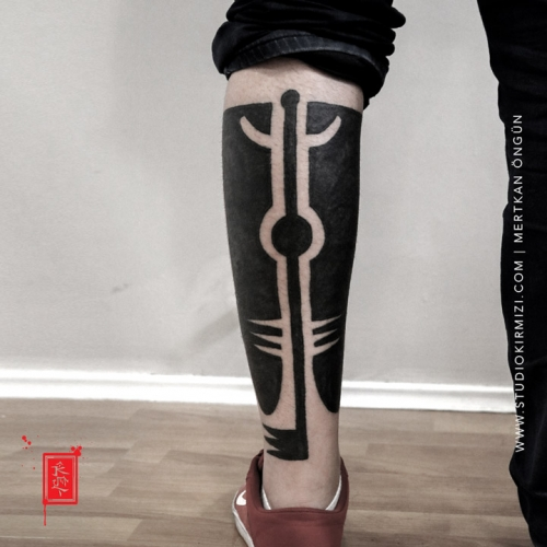 erkek-bacak-dovmeleri-bacak-dovmesi-bacak-maori-dovme