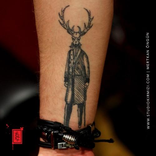 geyik-dovmesi-deer-tattoo-taksim-studiokirmizi