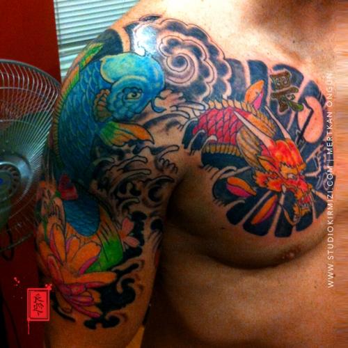 koi-fish-tattoo-erkek-kol-dovmeleri-kol-dovme-modelelri-japon-dovme