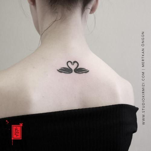 kugu-dovmesi-black-swan-tattoo-swan-tattoo-taksim-istanbul