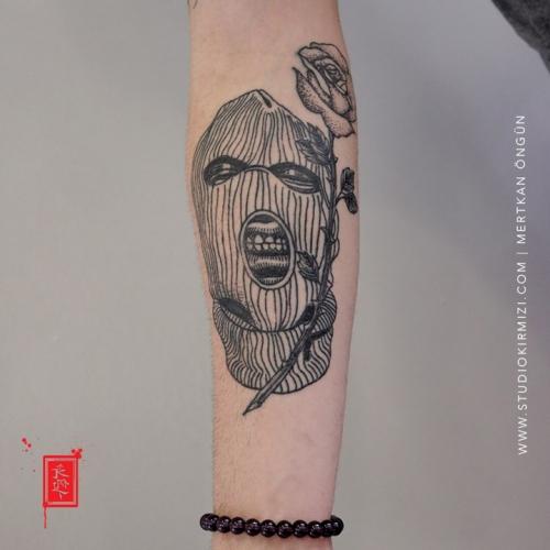 mask-tattoo-maske-dovmesi-line-tattoo-istanbul-taksim