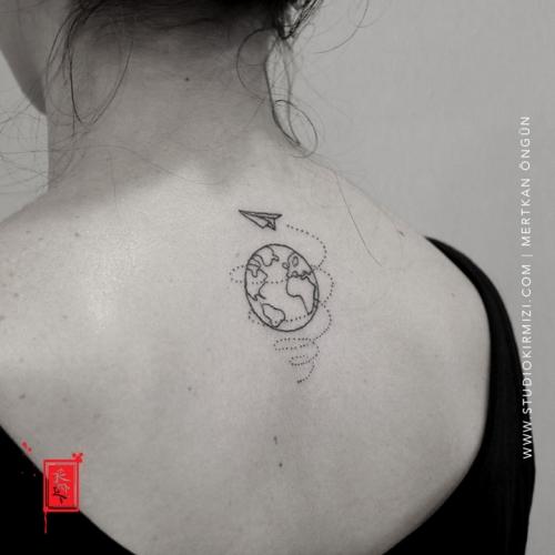 mnimal-dunya-dovmesi-earth-tattoo