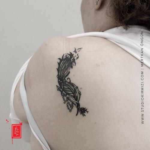 tuy-dovmesi-feather-tattoo
