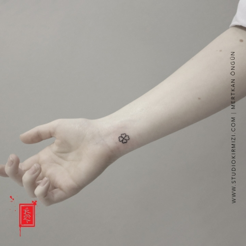 yonca-dovmesi-minimal-tattoo-kucuk-dovme-modelleri